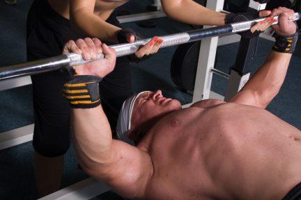 Миниатюра для записи Биоэлектрическая активность большой грудной мышцы в жиме штанги лежа