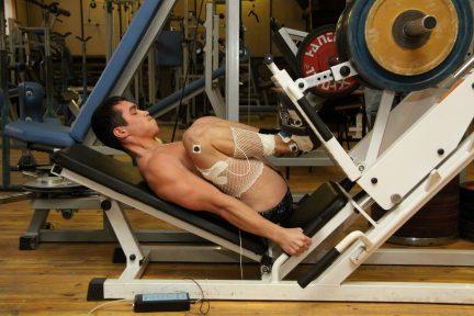 Миниатюра для записи Электрическая активность мышц при выполнении силовых упражнений